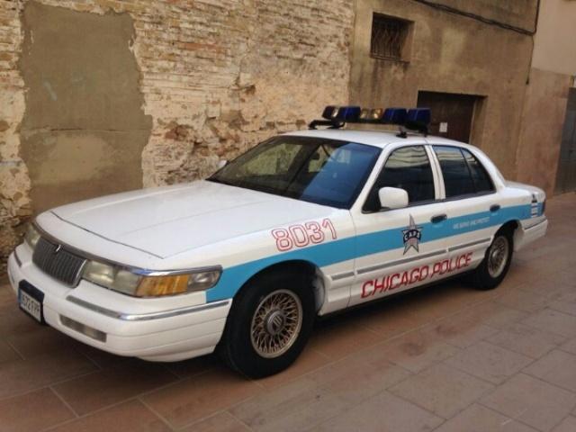 alquiler coche policia chicago americano barcelona anuncio pelicula tyreaction jordi nebot police car crown rent