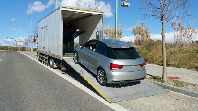 alquiler camion cabinado porta coches anuncios tyreaction rodajes