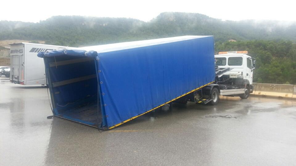alquiler camion trailer cabinado porta coches publicidad tyreaction vehiculos 2