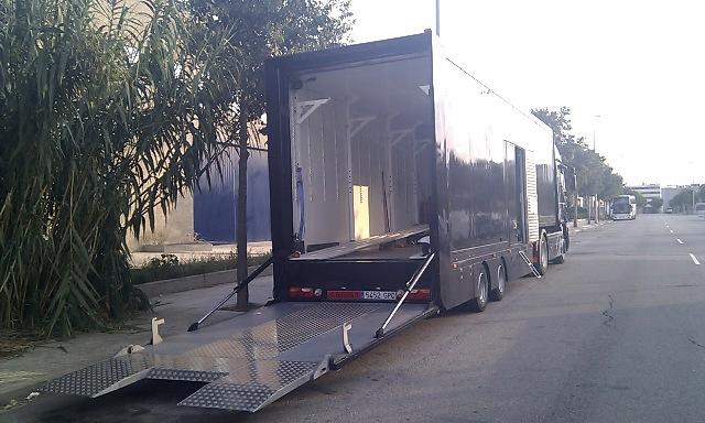 alquiler camion trailer cabinado porta coches publicidad tyreaction vehiculos