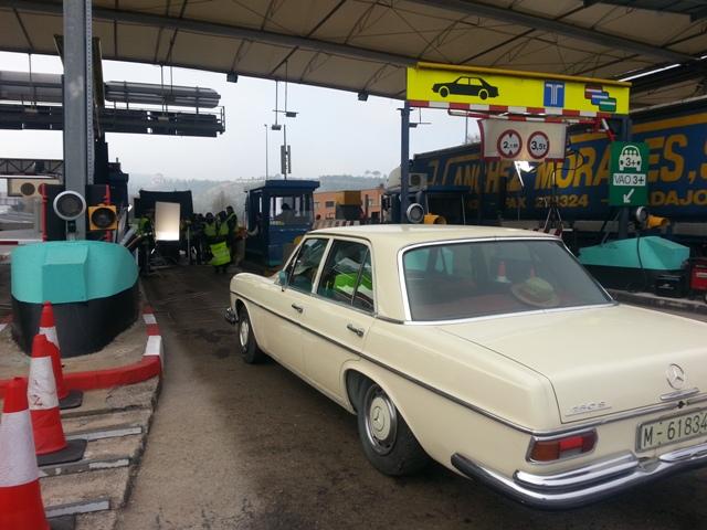 alquiler mercedes clasico 250 s crema spot nescafe tyreaction vehiculos 1