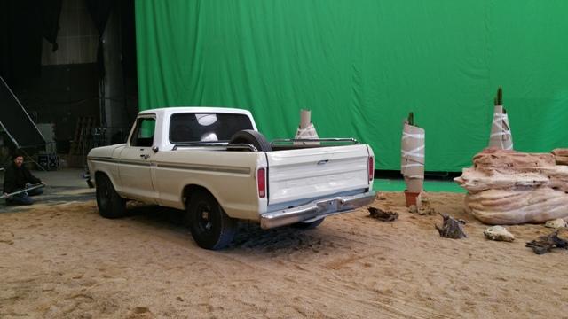 alquiler pickup americana ford f100 clasica spot qatar airways fc barcelona tyreaction vehiculos escena 3