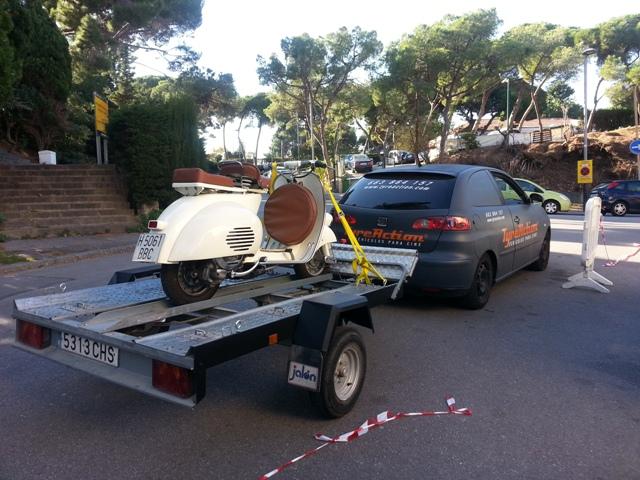 alquiler remolque porta motos transporte rodajes publicidad vespa tyreaction vehiculos barcelona