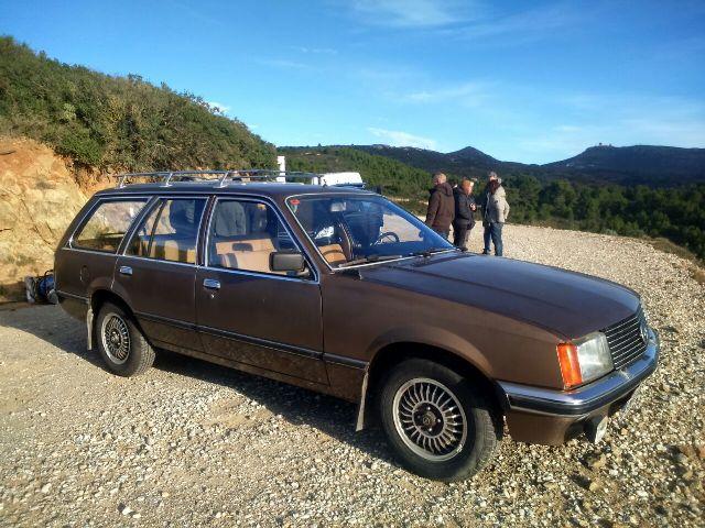 Alquiler Opel Rekord familiar marrón clasico tyreaction barcelona jordi nebot cine rent