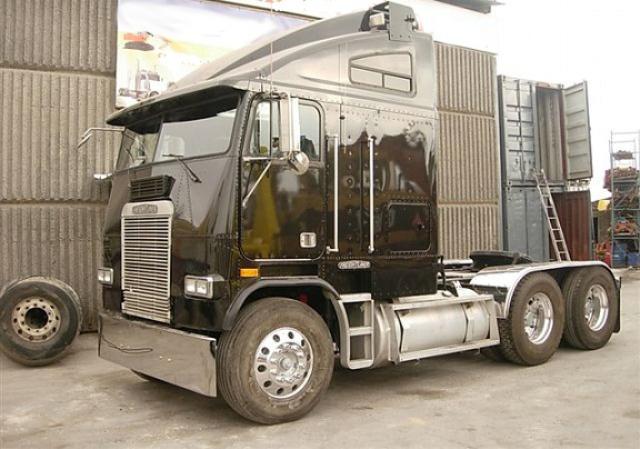 alquiler camion americano tyreaction barcelona freightliner 91 para anuncios eventos peliculas rodajes eeuu
