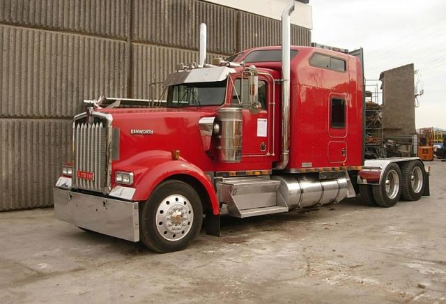 alquiler camion americano tyreaction barcelona para anuncios eventos peliculas rodajes eeuuKenwort rojo