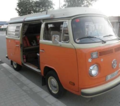 10146 vw T2  naranja y blanco int alquiler vehiculos escena barcelona tyreaction