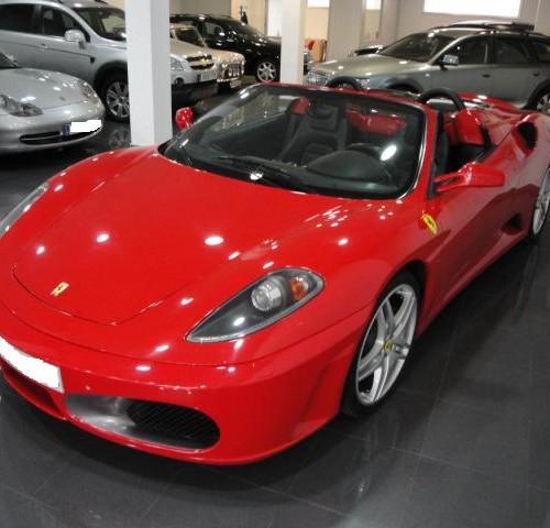 Ferrari rojo cabrio JV