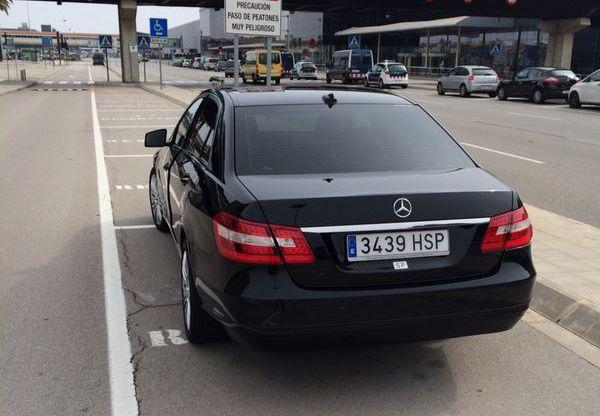 Mercedes E tras