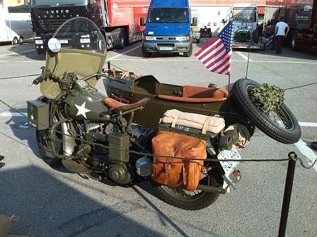 P0012 alquiler moto bmw militar Side car vehiculos escena peliculas tyreaction barcelona