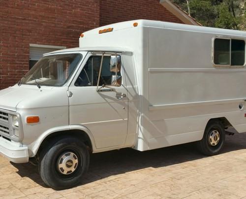 P0014 Chevy Van front alquiler furgoneta americana barcelona