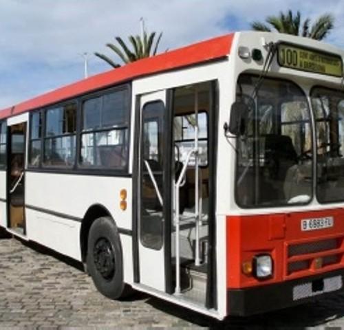 P0027 - Bus Pegaso rojo y blanco.