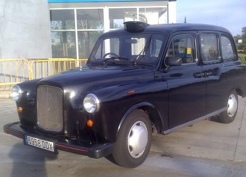 P0089 London Taxi volante derecha