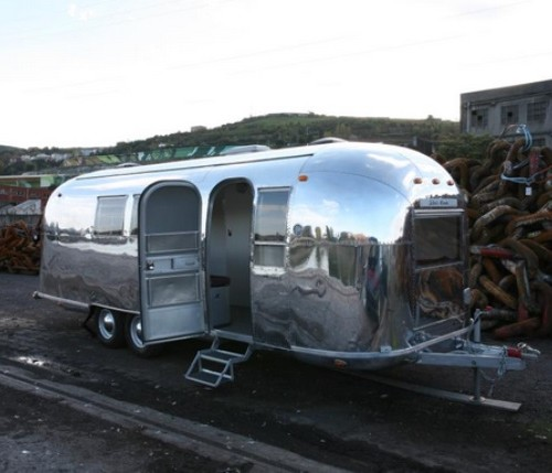 alquiler caravana americana plateada airstream barcelona tyreaction