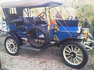 p0066 alquiler coche epoca vehiuclos escena tyreaction Buick 1910