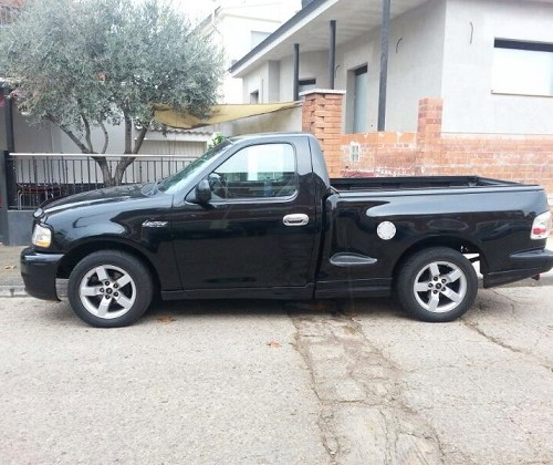 00002 Ford F-100 negre