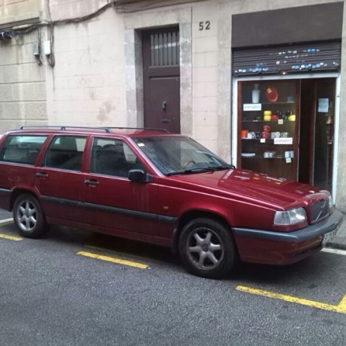 10006 Volvo 850 familiar granate