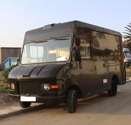 alquiler furgon ups stepvan negro (2)