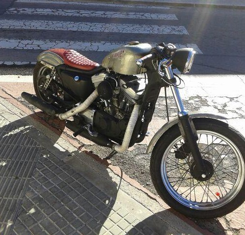 00002 Harley Custom dorada