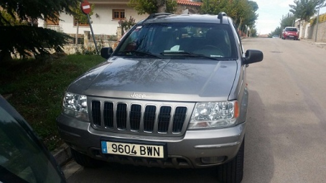 00002 Jeep Grand Cherokee front