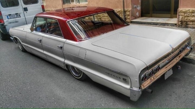 10080 Chevrolet Impala Lowrider tras