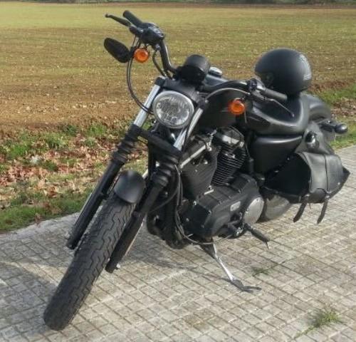 10192 Harley Davidson Sportster negra front