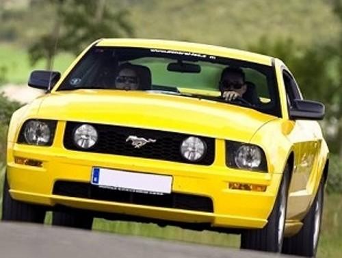 10270 Ford Mustang V8 GT amarillo