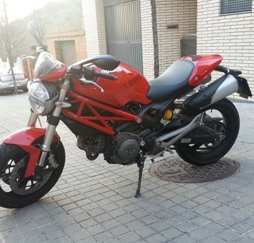 10345 Ducati Monster 696 roja