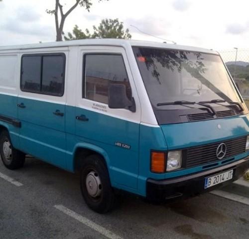 P0074 MERCEDES BENZ MB 120 azul y blanca 5 plazas año 1988 02