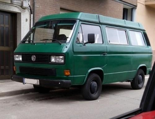 10136 alquiler volkwagen T3 camper barcelona tyreaction vehiculos escena verde