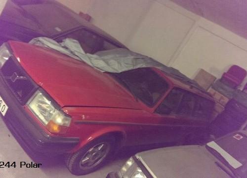 PM0106 Volvo 244 Polar rojo