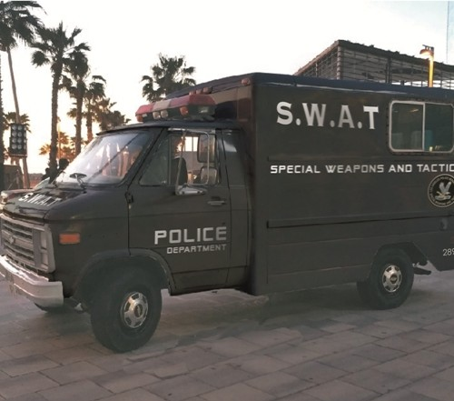 P0014 Alquiler furgon policia swat americano antidisturbios chevy van g30 tyreaction vehiculos escena barcelona pelicula anuncios - copia
