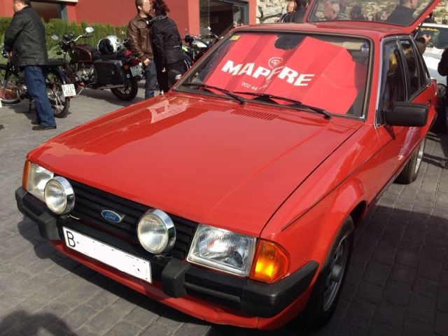 P0065 Ford Escort rojo