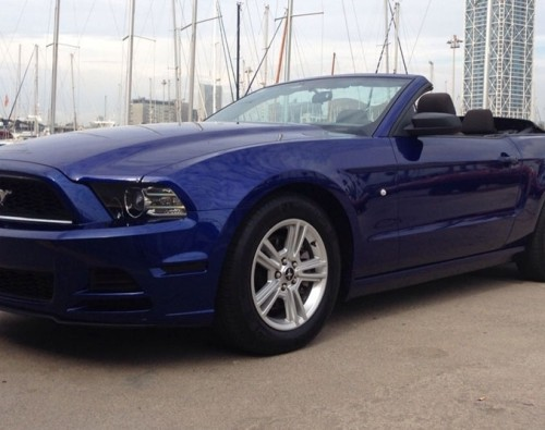 P0099 Ford Mustang convertible azul
