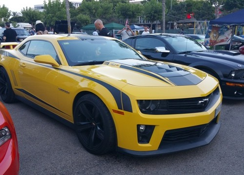 00002 Chevrolet Camaro ZL1 amarillo