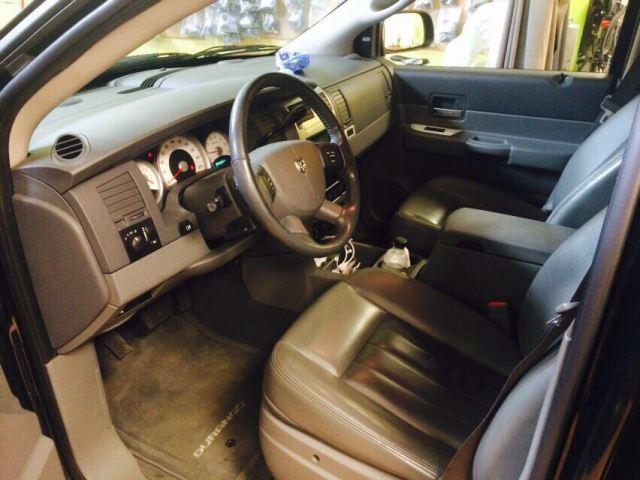 00002 Dodge Durango int 1