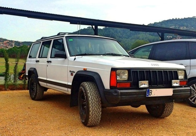 10408 Jeep Cherokee blanco front