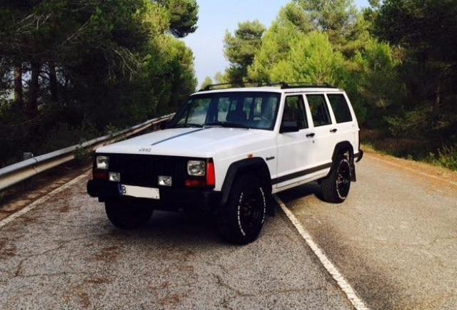 10408 Jeep Cherokee blanco