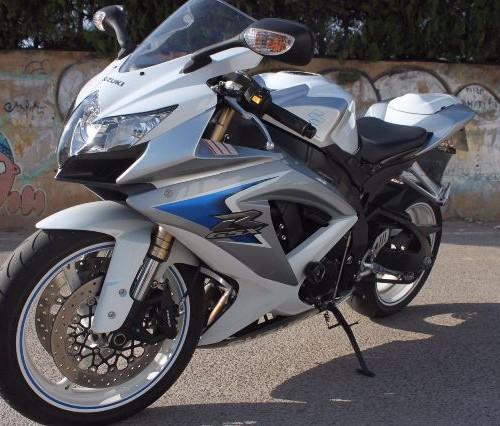 P0044 Suzuki GSX 600 R blanca