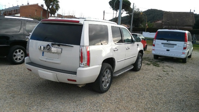 P0093 Alquiler Cadillac Escalade blanco tras