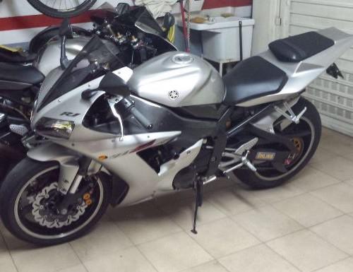00001 Yamaha YZF R1 plata