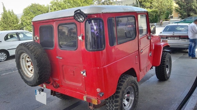 00002 Toyota BJ40 tras