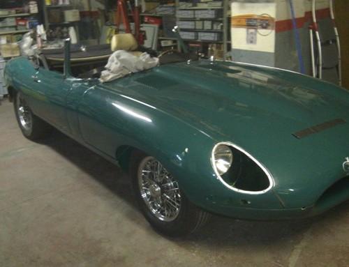 10413 Jaguar E-type verde 1966 front