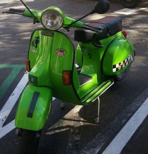 10414 Vespa verde front