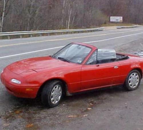 P0012 Mazda Miata rojo