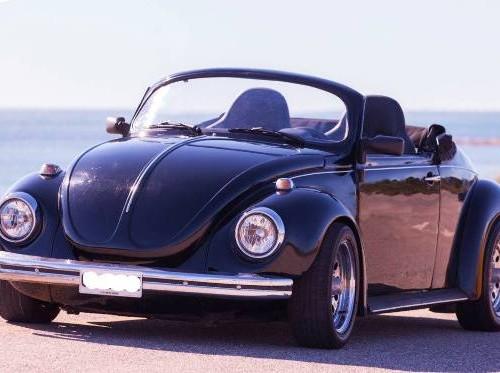 10398 Volkswagen Escarabajo cabrio negro beetle front (2)