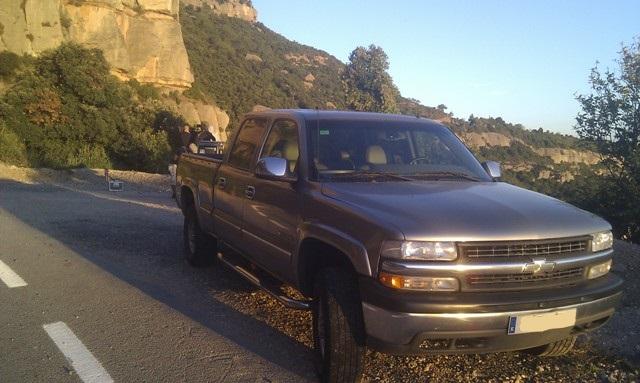 Alquiler pickup 4x4 barcelona asistencia rodajes tyreaction silverado front