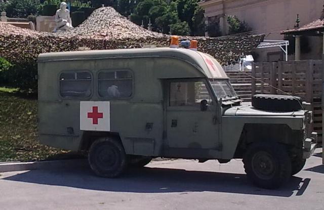 P0013 Land Rover ambulancia militar verde