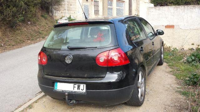 P0044 Volkswagen Golf negro tras