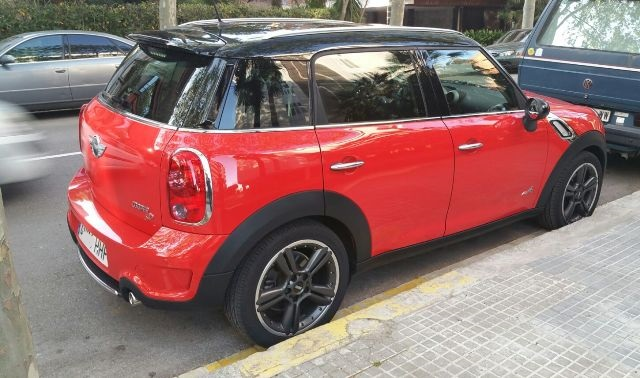 00001 Mini Countryman rojo tras